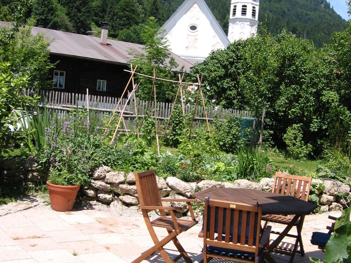 blick-von-der-terrasse-und-vom-balkon-zur-kirche